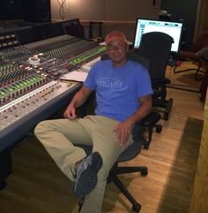 Kenny Chesney - In studio working on new album. Can't wait for everyone to hear the new music. pic.twitter.com/vSgphWPIpa