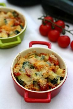 Zucchini and tomato gratin with parmesan Amandine Cooking Vegan Zucchini Recipes, How To Cook Zucchini, Healthy Zucchini, Easy Healthy Recipes, Veggie Recipes, Dinner Recipes, Cooking Zucchini, Cheese Dessert, Parmesan