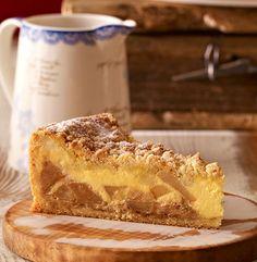 Saftiger Streuselkuchen mit Äpfeln und Marzipan