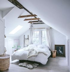 50 Cool Attic Bedroom Design Ideas You Would Absolutely Enjoy Sleeping In,attic bedrooms with slanted walls,low ceiling attic bedroom ideas,small attic bedroom sloping ceilings,attic bedroom designs Attic Master Bedroom, Attic Bedroom Designs, Attic Rooms, Bedroom Loft, Bedroom Styles, Bedroom Decor, Cozy Bedroom, Small Attic Bedrooms, Bedroom Ideas