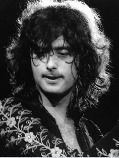 Jimmy Page in looking stunning! Jimmy Page, Jimmy Jimmy, Led Zeppelin, Great Bands, Cool Bands, John Bonham, Dazed And Confused, Stevie Ray Vaughan, David Gilmour