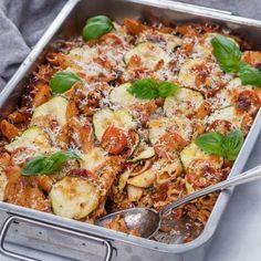 Italiensk pastagratäng - Recept - Tasteline.com Baked Salmon Recipes, Everyday Food, Vegetable Pizza, Food Inspiration, Pasta Salad, Salad Recipes, Vegetarian Recipes, Veggies, Food And Drink