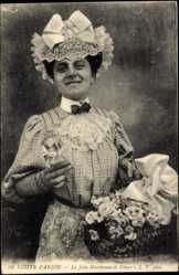 Postcard Coiffe d'Anjou, La Jolie Marchande de Fleurs, Blumenverkäuferin, Tracht