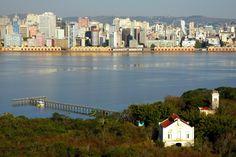 Porto Alegre vista de uma das ilhas do Guaíba