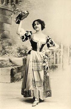 gypsy with her tambourine. do a happy dance … Vintage Gypsy, Vintage Girls, Vintage Beauty, Vintage Children, Gypsy Girls, Gypsy Women, Bohemian Gypsy, Gypsy Style, Vintage Photographs