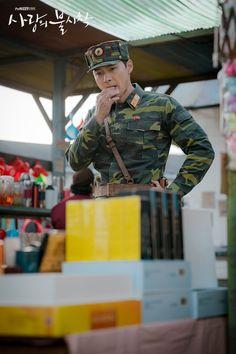 Crash Landing on You (사랑의 불시착) - Drama - Picture Gallery Korean Drama Quotes, Korean Drama Movies, Korean Actors, Korean Dramas, Hyun Bin, Netflix Series, Series Movies, South Korean Women, Sweet Guys