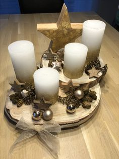 Church Decorations, Christmas Decorations, Table Decorations, Christmas On A Budget, Christmas Holidays, Schnee Party, Pillar Candles, Floral Arrangements, Patterns