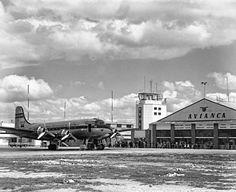 Aeropuerto de Techo 1949 Saúl Orduz Fondo Saúl Orduz / Colección Museo de… Douglas Dc 4, Study Abroad, Fields, Aviation, Clouds, City, Building, Travel, Outdoor