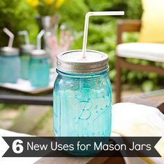 Mason Jar Drink Container with straw- Mix transparent blue glass paint with paint thinner. Paint mixture on outside of jar- bake in oven at 350 degrees F for 20 minutes. Punch hole in top for straw. Uses For Mason Jars, Mason Jar Drinks, Blue Mason Jars, Diy Jars, Mason Jar Projects, Mason Jar Crafts, Diy Projects, Mason Jar Bebidas, Pots