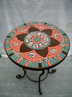 Mosaic Outdoor Table, Mosaic Tile Table, Outdoor Tiles, Mosaic Diy, Mosaic Garden, Mosaic Glass, Tile Crafts, Mosaic Crafts, Mosaic Projects