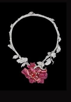 - Collar Dior Joaillerie:  Baile de la Ópera