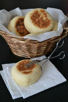 English muffins Cupcakes and lots of different issues - Brunch Vegetarian Recipes, Cooking Recipes, English Food, Kitchenaid, No Cook Meals, Scones, Sweet Recipes, Love Food, Breakfast Recipes