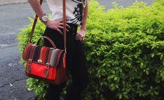 Look Mix & Match + School bag en cuero marrón, tapa telar y bolsillo en naranja neon, by DCH  www.divinacastidadhandbags.blogspot.com