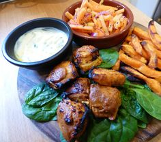 A healthy recipe for Slimming World syn free Chicken Tikka Bites served with a refreshing Indian Carrot Salad and tangy Mint Raita. Diet Soup Recipes, Healthy Prawn Recipes, Healthy Food List, Healthy Snacks, Ww Recipes, Chicken Recipes, Healthy Eating, Slimming World Chicken Tikka, Carrot Salad