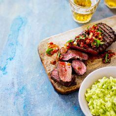 Tiriseekö juhannuksena grillissä mehukas pihvi? Valmista sen seuraksi avokadorisottoa ja chorizosalsaa, joissa molemmissa on pieni meksikolainen tuulahdus.