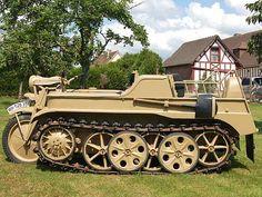 Motorcycle tank - Motocicleta con aspecto de tanque de guerra