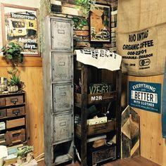 セリアのアレで!ブリキ風ペイントでロッカー風シェルフをDIY Dream Studio, Deco Furniture, Storage Shelves, Diy And Crafts, Diy Projects, Organic, Wood, Interior, Home Decor