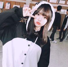 Image in ulzzang collection by aadgj on We Heart It Korean Girl Photo, Cute Korean Girl, Cute Asian Girls, Cute Girls, Chica Cool, Ulzzang Korean Girl, Uzzlang Girl, Cool Stuff, Ulzzang Fashion