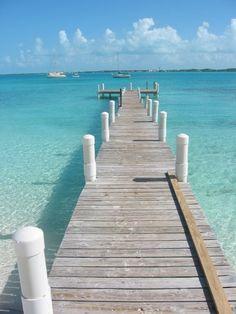 Oh how I love Exuma ! This is the Club Peace and Plenty dock on Hamburger Beach (named for Dora Lee's hamburgers)