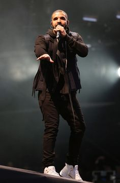Want to see Drake perform live on his Summer Sixteen Tour? Join the Drake Fan Group and Waiting Lists to attend the concert on August 25, 2016. Only Drake, Drake Fashion, Men's Fashion, Summer Sixteen Tour, Drake Clothing, Drake Photos, Wireless Festival, Celebrity Sneakers, Drake Drizzy