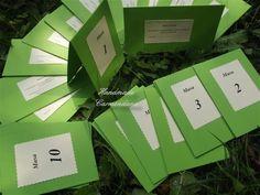 Numere de masa si plicuri  pentru bani realizate din carton; plicul poate fi folosit si pentru place card si card de multumire  se poate face si alta combinatie de culori  textul este la alegerea dv