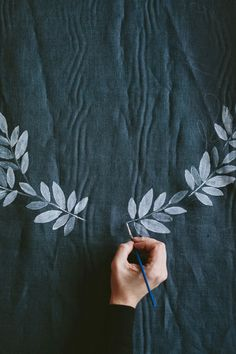 Poppytalk: 9 Rad DIYs for Spring Break! - Textile Painting A simple project with big effects using a potato stamp. From Lovely Life.