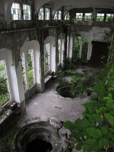 Abandoned Buildings, Abandoned Places, Photo P, Places Around The World, Architecture, Scenery, Landscape, Aesthetic Green, Ancient Ruins