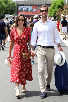 Pippa Middleton reveals baby bump in stylish red dress at the French Open Pippa Middleton Style, Middleton Family, French Open, Vestidos Ralph Lauren, Pippa And James, Pregnancy Looks, Pregnancy Style, Moda Casual, Moda Fashion