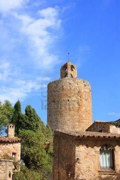 La Torre de las Horas en el pueblo medieval de Pals (Costa Brava )  Catalunya