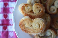 In September, puff pastry was part of the Daring Bakers' Challenge. We were challenged to make vols-au-vent with the pastry. Bite Size Desserts, Cute Desserts, Vegan Sweets, Vegan Desserts, French Puff Pastry, Cookie Glaze, Edible Cookies, Puff Pastry Recipes, Macaroons