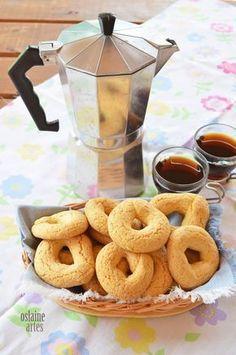 Rosquinhas de Polvilho e Fubá Fruit Recipes, Sweet Recipes, Cookie Recipes, Churros, Friend Recipe, Portuguese Recipes, Four, Cakes And More, Easy Desserts