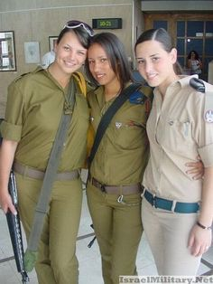 Israeli Soldiers- if I lived there I would definitely enlist! Israeli Female Soldiers, Israeli Girls, Idf Women, Military Personnel, Military Police, Military Uniforms, Military Women, Girls Uniforms, Beautiful Women