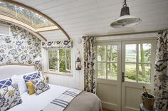 """ULTIMATE ROMANCE // StarBed Hideaways in Yelverton - Devon Just for two from / night """"Fabulous, luxurious and utterly unique - Two double shepherds huts with glass roofs, roll top baths and spectacular views on the fringes of Dartmoor. Shepherds Hut Holidays, Luxury Glamping, Luxury Cabin, Roof Architecture, Roof Design, Tent Design, Glass Roof, Tiny House Design, Cabana"""