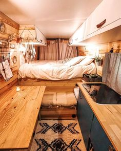 35 Cozy Tiny House Decor Ideas That Perfect for Couples - Page 15 of 35 - Soflyme Bus Living, Tiny House Living, Van Bed, Kombi Home, Caravan Decor, Caravan Interiors, Airstream Interior, Vintage Airstream, Vintage Campers