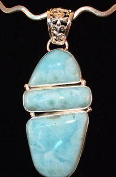 Larimar, a piedra semi-preciosa solo encontrada en la Republica Dominicana.
