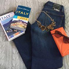 BNWT Gap Jeans Never worn! Gap size 25 medium wash straight leg jeans GAP Jeans Straight Leg