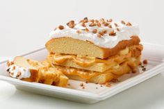 Banana-Caramel Toffee Cake recipe - This banana-caramel toffee dessert is easier than you think to make, thanks to an ingredient list that calls for a thawed-out frozen pound cake. Jello Recipes, Banana Recipes, Cake Recipes, Dessert Recipes, Caramel Recipes, Just Desserts, Delicious Desserts, Yummy Food, Cool Whip