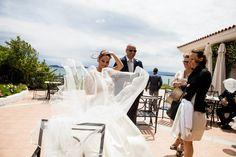 Sposarsi in Sardegna, gli sposi in terrazza - cerimonia all'Hotel Gabbiano Azzurro