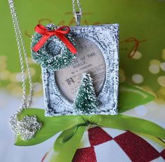 Christmas Picture Frame Pendant  www.ivankaslittletreasures.com #ivankaslittletreasures #handmade #pendant #necklace #jewelry #DIY #Picture #Frame #Christmas #Tree #Xmas #Gift #Present #Wreath #Red #Green #Chalk #Paint #Carol #Holly #Merry #Jolly
