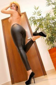 #shemale #leather #leatherpants