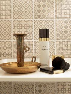 Muotopuoli: pieni vessaprojekti Hana, Deodorant, Coffee Maker, Candle Holders, Kitchen Appliances, Candles, Coffee Maker Machine, Diy Kitchen Appliances, Coffee Percolator