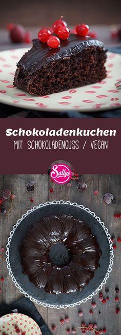 Ein sehr saftiger und lockerer veganer Schokoladenkuchen. Statt den Eiern verwende ich etwas Apfelmus. Der Schokoladenguss ist mit Espresso gemacht, hierfür kann aber auch ein Saft verwendet werden. Der Teig kann auch für vegane Muffins verwendet werden. #vegan #schokokuchen