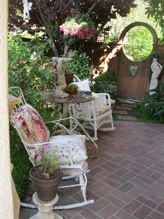 secluded side yard seating
