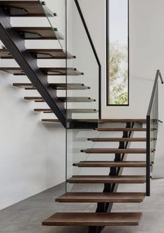 Minimalistic and clean staircase with modern windows Stairs Design Modern Clean HLYTRNTY holytrinitylight Minimalistic Modern staircase windows Home Stairs Design, Stair Railing Design, Modern House Design, Railing Ideas, Staircase Design Modern, House Staircase, Staircase Railings, Stair Treads, White Staircase