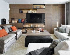 Molins Interiors // salón principal - biblioteca - libreria de madera - sofás - mesa de centro - sillones