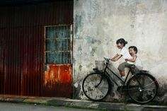 Ernest Zacharevic. In Penang, Malaysia. Photo by Simstravel.
