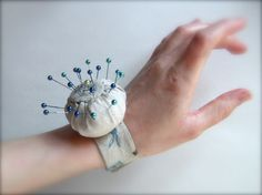 easy wrist pincushion tutorial--this thing is super handy!!
