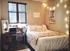 Inspiration from dorm rooms for my small bedroom that is super hard to arrange.