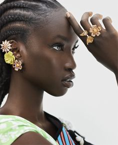 """midnight-charm: """"Anok Yai photographed by Max Papendieck for Elle US January 2019 Stylist: Charles Varenne Hair: Suhailah Wali & Bok-Hee Makeup: Brittany Whitfield & Makky P """" Beautiful Dark Skinned Women, Beautiful Black Women, Beautiful Models, Beautiful Dresses, Black Girl Magic, Black Girls, Black Lady, Dark Skin Beauty, Black Girl Aesthetic"""