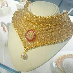 Ali baba Selani gold and diamond splyer Dubai. Bride Necklace, Gold Choker Necklace, Earrings, New Gold Jewellery Designs, Jewelry Design, Indian Bridal Jewelry Sets, Bridal Jewellery, Wholesale Gold Jewelry, Royal Jewelry